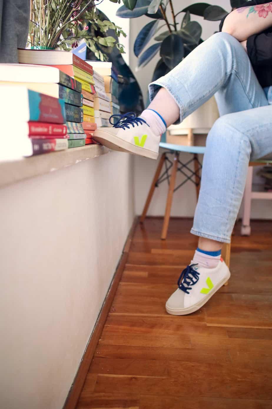 ג'ינס וסניקרס