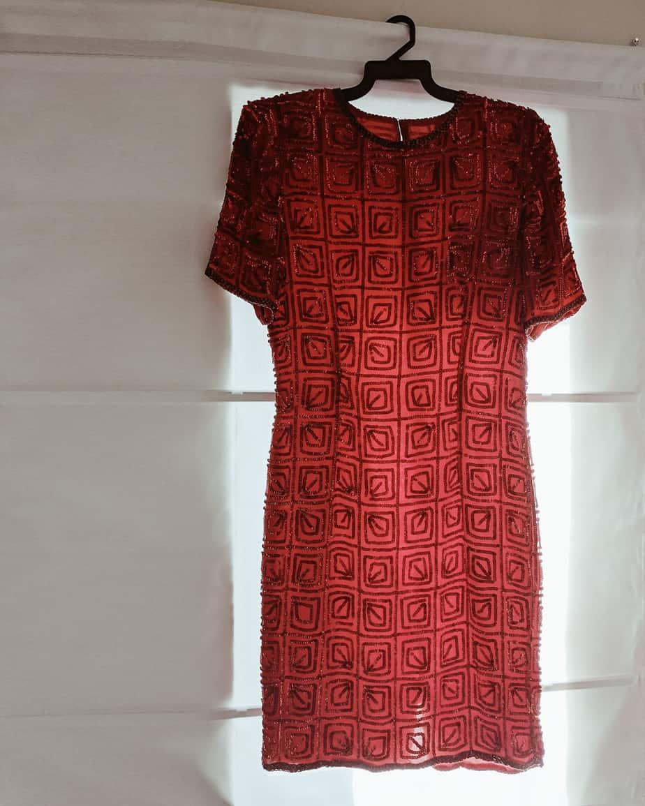 שמלת פאייטים אדומה